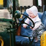 малыш за рулём
