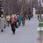 православные гомельчане идут из церкви