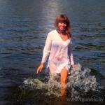 девушка на пляже в Гомеле