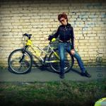 картина маслом: девочка и велосипед