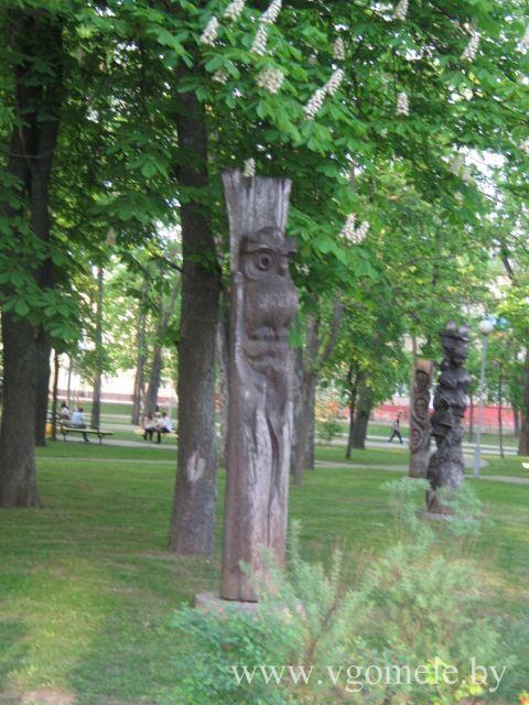 Фигура из дерева