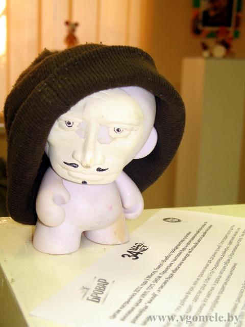 Игрушка в шапке