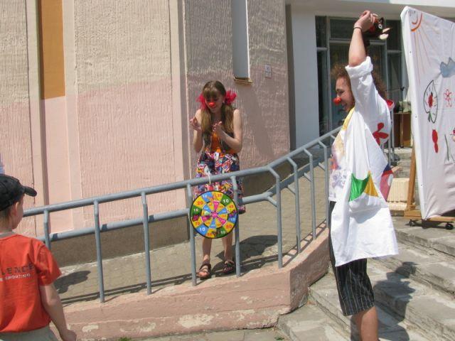 Весёлые клоуны на День красного носа в Гомеле